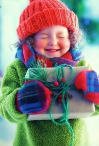 little-girl-with-xmas-pkg